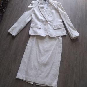 Linda Allard Ellen Tracy skirt suit